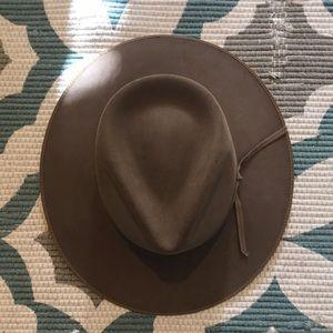 Stetson Accessories - Stetson DUNE 5X GUN CLUB HAT like new condition 8f996564a57